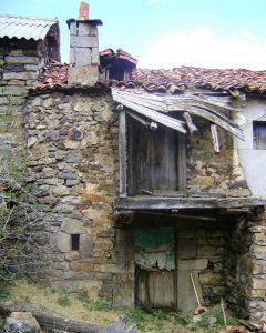 Casas de patín-arquitectura rural vinculada a pastores trashumantes Abelgas de Luna-Las hidalgas